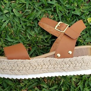 Adorable tan wedges